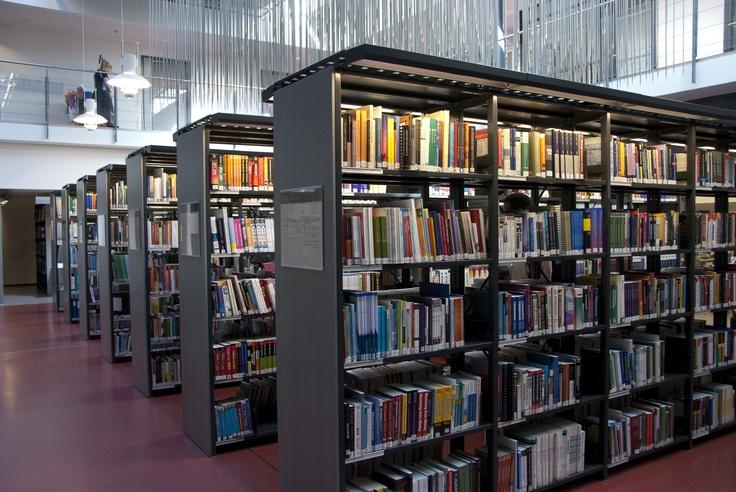 Books @ Metropolia UAS Leppävaara Library.