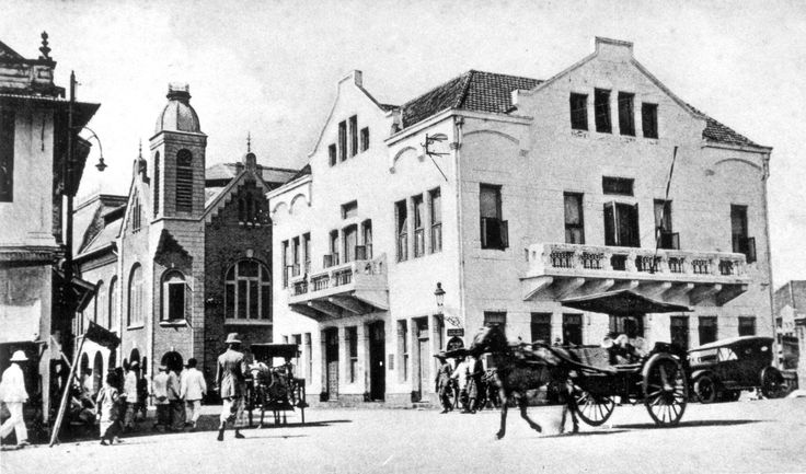 File:Bankgebouw Nuts Spaarbank Surabaya getekend door FJ Pinedo ...
