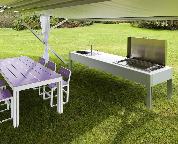 TAO Esterno: outdoor kitchen. Anodized or white lacquered aluminum structure. White or coloured DuPont™ Corian® surface. Teppanyaki or grill.