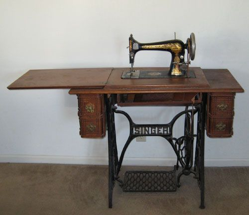 singer sewing machineSewing Room, Sewing Machines, Grandmother'S Singer, Singer Sewing, Crank Sewing, Sewing 60 S
