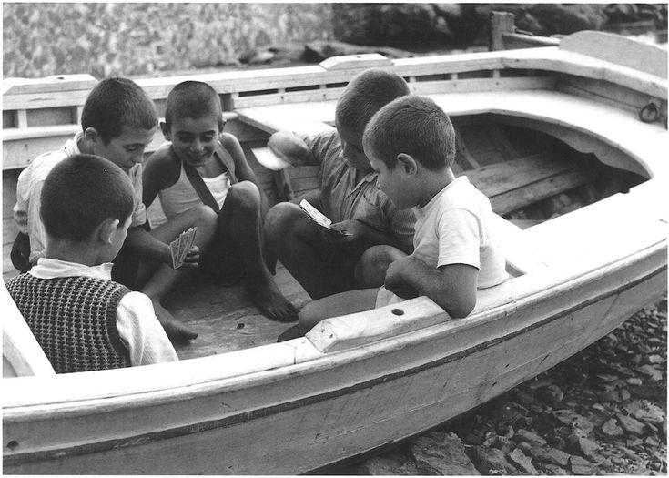 Τραβηγμένη στην Σκόπελο στα 1952, από τον φωτογράφο Τάκη Τλούπα.