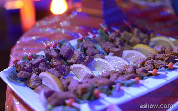 Espeto de frango grelhado, marinado com iogurte e especiarias da Índia