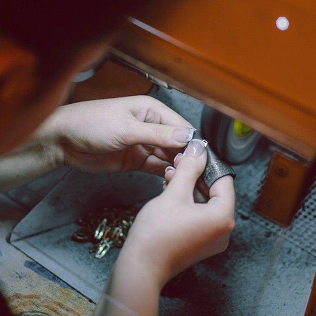 Pentru a găsi cele mai frumoase pietre, trebuie să sapi adânc, să te murdărești, sa trudești. Pentru a aduce la viață cele mai frumoase bijuterii regulile sunt în general aceleași. Pasiune. #bijuterii #sabion #romania #cluj #sibiu #targumures #bucuresti #iasi #timisoara #live #live #life #jewelry #jeweler #jewelrylover #instajewelry #ékszerek #joyas #bijoux #takı #Schmuck #首饰 #首飾 #보석류#ювелирныеизделия #gioielli #مجوهرات #ジュエリー Bijuterii cu suflet manufacturate în România.