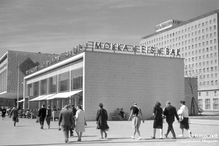 Mokka Eis Bar in Ostberlin an der Karl-Marx-Allee, 60er Jahre
