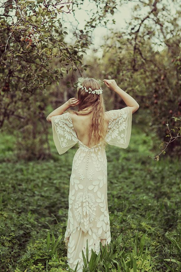 Low back boho wedding dress... Gorgeous. Anyone would think I'm getting married soon!