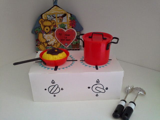 mini cucina fai da te con scatola di cartone - mini DIY cardboard box kitchen #cardboard #kitchen #DIY