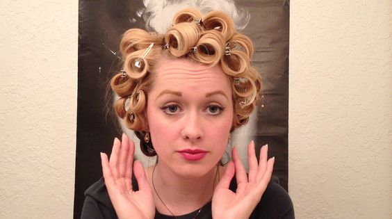 Marilyn Monroe Glamour Curls Vintage Hair Tutorial  just curling iron and pins, no rollers...
