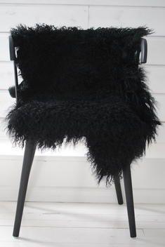 Black | 黒 | Kuro | Nero | Noir | Preto | Ebony | Sable | Onyx | Charcoal | Obsidian | Jet | Raven | Color | Texture | Pattern | Styling | Chair | Skin | Rug | Drape