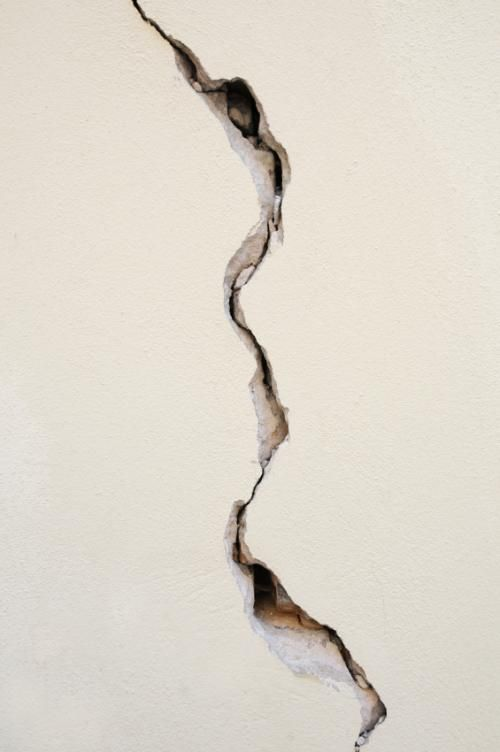 skimming a cracked ceiling repair