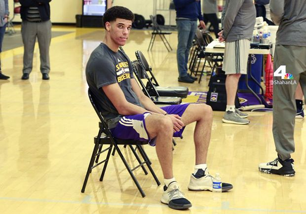#sneakers #news  Lonzo Ball Works Out For Lakers Wearing James Harden's adidas Shoes