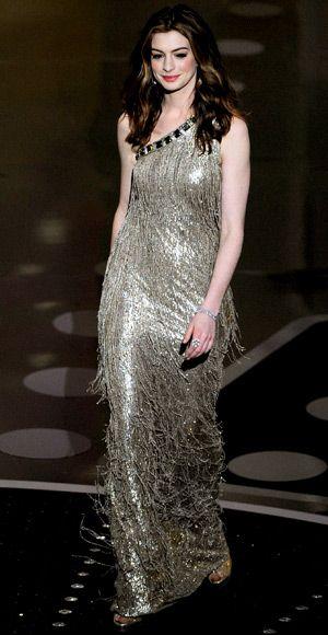 That dress was SO MUCH FUN!!!! Anne Hathaway in Oscar de la Renta - Oscars 2011