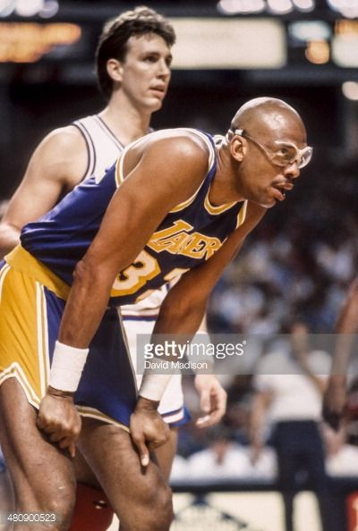 Fotografia de notícias : Kareem Abdul Jabbar of the Los Angeles Lakers...