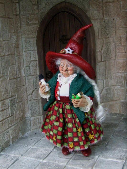Original 1:12th scale OOAK christmas witch by Silke Janas-Schlösser. €270.00, via Etsy.