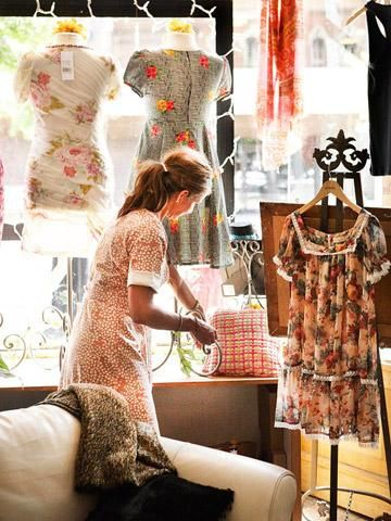 At the base of Iowa's capitol, Des Moines' East Village offers stylish shopping, great dining and, in fall, a series of mellow Sunday bazaars.