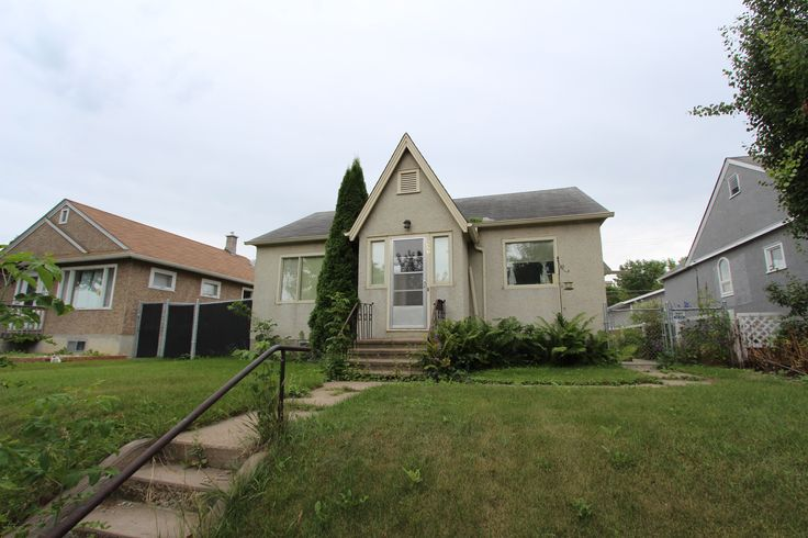 New Price! 527 9th Street East $107,900 MLS® Jesse Honch - REALTOR® (306) 960-5507 Coldwell Banker ResCom Realty PA Prince Albert, SK