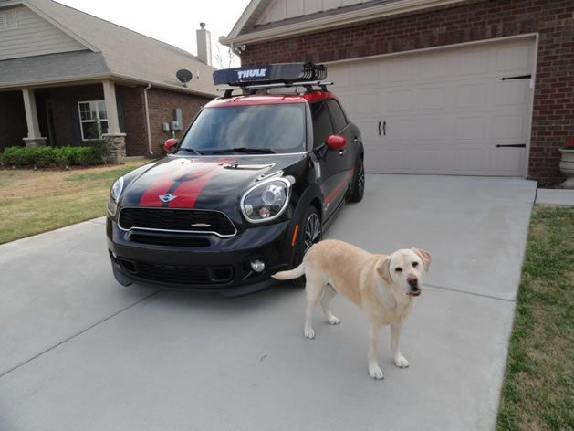 Mini Countryman Outfitted With Thule AeroBlade Roof Rack And MOAB Basket