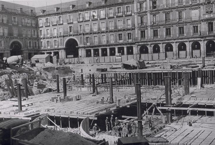 Construcción del aparcamiento de la plaza Mayor en 1968