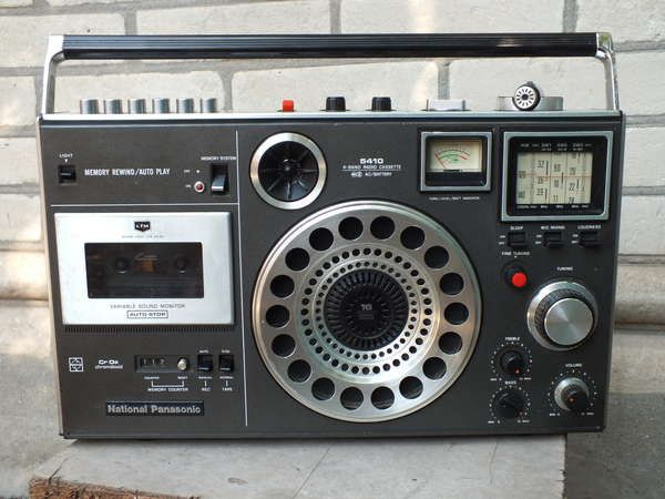 Introduced as the National Panasonic RF-5410LBS in 1977, D244102 was created in 1976.