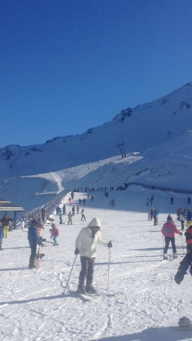 Skiing on Mt Hutt
