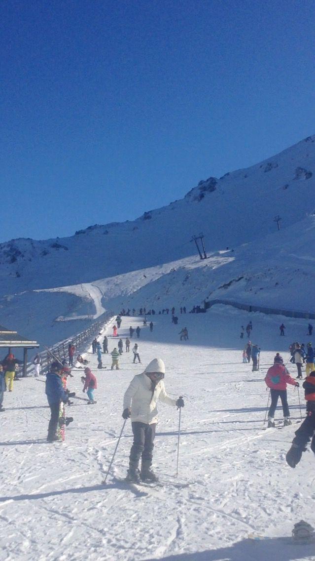 Skiing on Mt Hutt