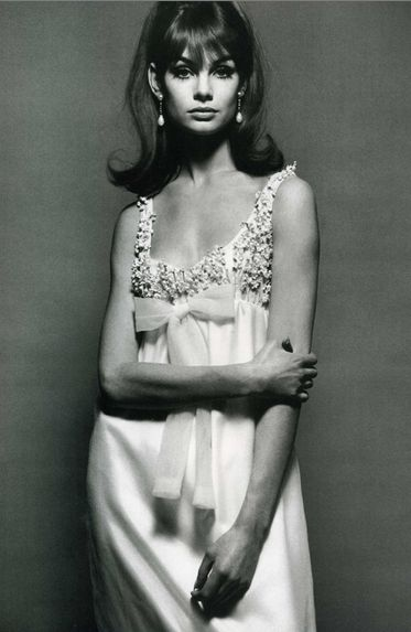 Jean Shrimpton wearing Nina Ricci. Vogue, 1964.