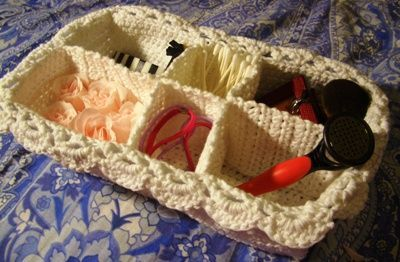 Free Crochet Pattern:  Lace Spa Basket. Something Pretty to Organize Yourself from www.crochetparfait.blogspot.com