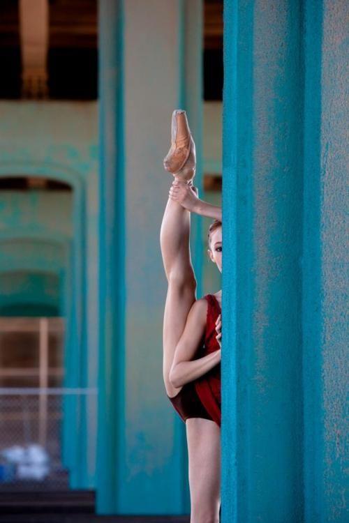 .Dance Poses, Ballet Dancers, Blue Doors, Ballerinas, Dance Senior Pictures, Legs, People, Human Body, Dance Ballet