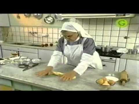 Baguette relleno con la hermana Bernarda [?] Strudel de manzana > https://www.youtube.com/watch?v=QWo4aIh1RoI