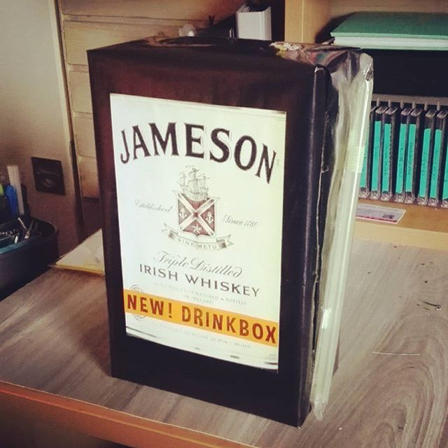 #jameson #whisky #drinkbox #gift #surprise #craft #crafty #crafting #male #sinterklaas #surprises #man #stawincluded