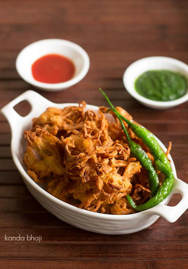 kanda bhaji recipe - crisp and crunchy onion fritters made mainly with onions and gram flour. a popular street food snack from maharashtra #fritters #pakoras
