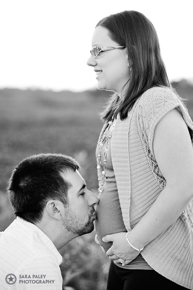 burnaby maternity photographer, burnaby lake, baby bump, sara paley photography, burnaby maternity photography, nature, portrait photography, lifestyle photography