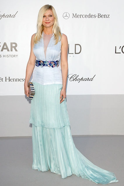 The already star-studded Cannes Film Festival got an extra boost of star power last night thanks to amfAR's Cinema Against AIDS black-tie gala. Check out all the best looks at the glamorous extravaganza! http://insdr.co/JJ9Qec: Benefit Gala, Louis Vuitton, Kirsten Dunst, Cannes Film Festivals, Filmfestiv, Red Carpets, St. Louis, Benefit Cinema, Louise Vuitton