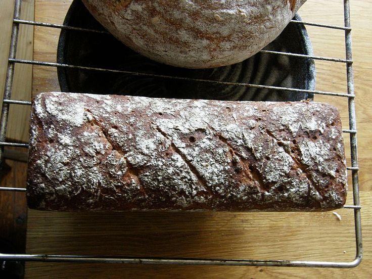 Tyto chleby u nás zpropagoval určitě především Cuketka svým blogem o nehněteném chlebu drožďovém  a pak také o nehnětené kváskové šumavě . ...