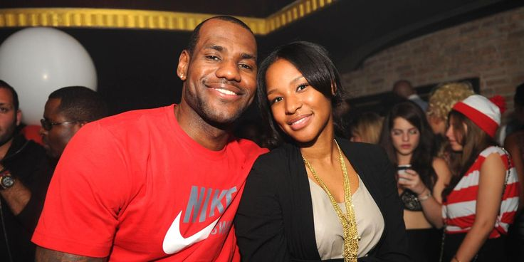 LeBron James' Wife Savannah Knows That 'He'd Never Cheat' Amid Rumors That He Is Messaging IG Model #LebronJames celebrityinsider.org #Sports #celebrityinsider #celebrities #celebritynews #celebrity #sportsnews