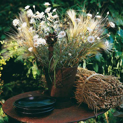 photo 100ideesdeco.com bouquet de fleurs sauvages et épis de blé