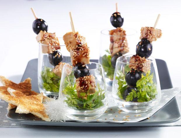 Piques de foie gras et raisin Voir la recette des Piques de foie gras et raisin