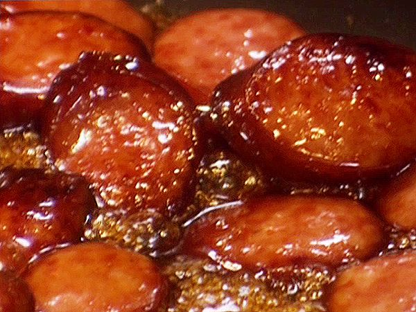 Sweet Sausages Recipe from Paula Deen.   So SimpIe & I know my boys are going to LOVE this!! Can be made in the crockpot too!