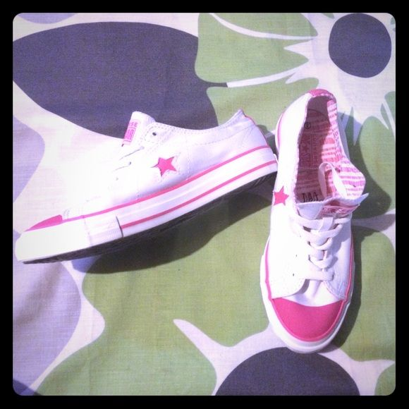 SALEConverse - BRAND NEW Pink and White - never worn! Converse Shoes