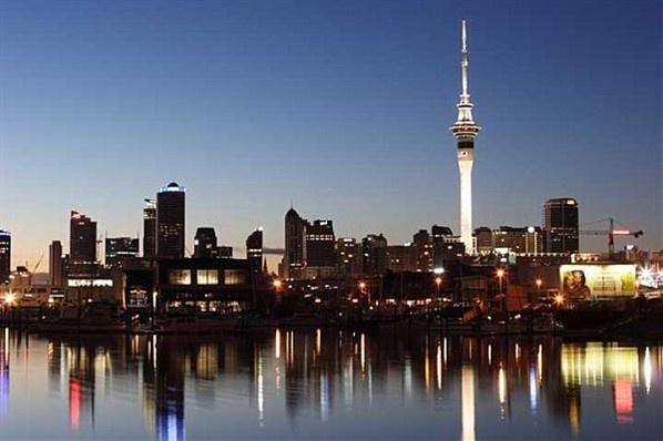 Auckland – Sky Tower - É a torre mais alta do hemisfério sul . Nova Zelandia