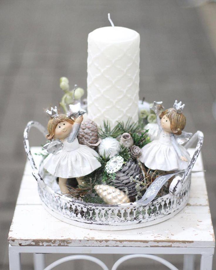 Veselé princezničky tancujú pri svietniku.  #kvetysilvia #kvetinarstvo #vianoce #vianocnysen #christmas #merrychristmas #christmastree #christmastime #christmas2017 #love #instagood #cute #follow #photooftheday #beautiful #tagsforlikes #happy #nature #like4like #style #nofilter #pretty #design #awesome #home #handmade #winter #floral #picoftheday #decoration