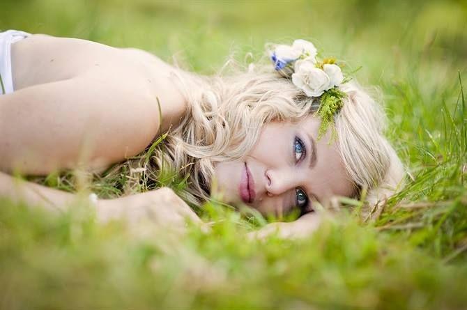 Make up #sposa estate 2017: il viso deve essere luminoso! Gli #occhi: ombretti blu, nude, tortora o beige, matita o eyeliner e mascara. #Labbra: rossetto che sia in armonia con l'incarnato. #makeup #wedding #summer #eyes #fashion #style #beautiful #dday #weddingLab