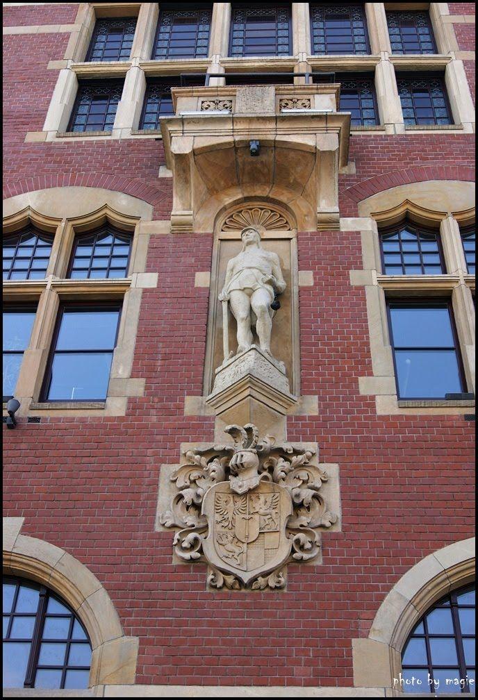 TARNOWSKIE GÓRY. Detal Ratusza/Detail of the Town Hall