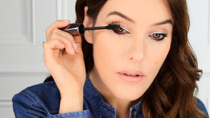 Sharpen up your look with a bold duo of graphic liner. Lisa Eldridge shows us how in the Lancôme Makeup Atelier, using Liner Plume and lashings of Hypnôse Vo...