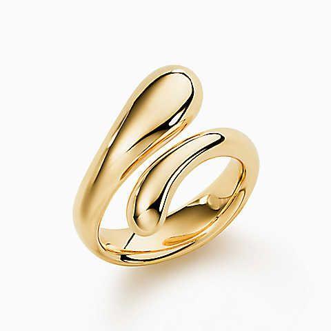 Elsa Peretti® Teardrop ring in 18k gold.