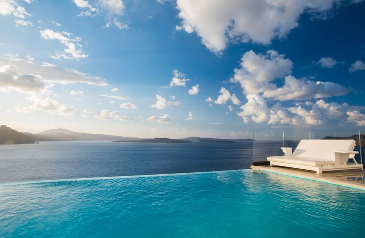 Still haven't booked your Easter getaway? Santorini Secret is giving you 4 nights for the price of 3 over the long weekend. They are also throwing in an Easter Sunday lunch and, in keeping with their name, a special Easter secret surprise to mark the occasion. http://www.slh.com/hotels/santorini-secret-boutique-hotel/