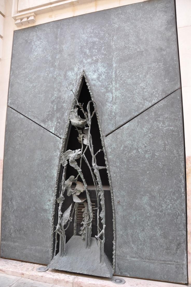 """* Gérard GAROUSTE 23, rue de l'Université Paris  sur le thème des """"Géorgiques"""" de Virgile  5 portes 3 grilles en bronze"""