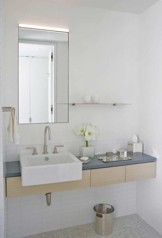 Armário de banheiro com balcão azul