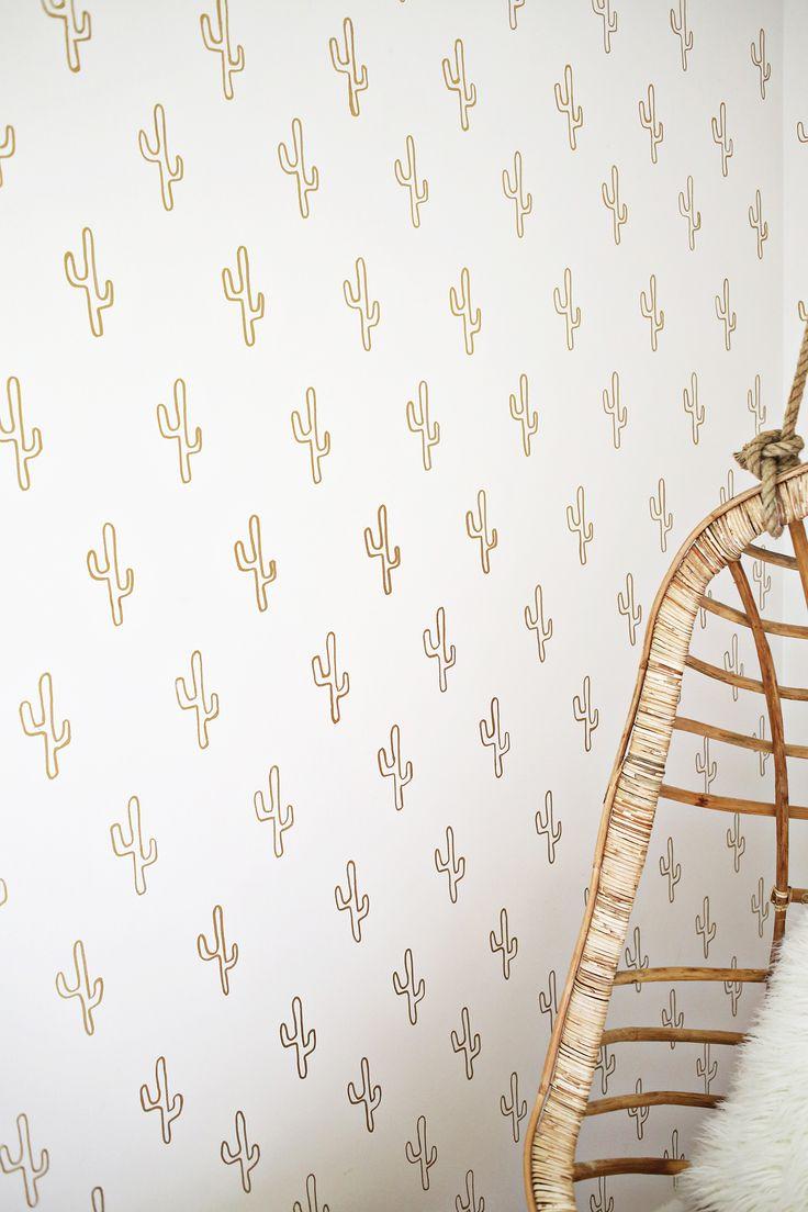 Gold Cactus Wallpaper DIY by A Beautiful Mess | Come realizzare una finta carta da parati per un'intera stanza spendendo solo 20$