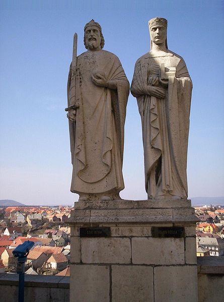 Statue of King Stephen I and Queen Gisela in Veszprém.