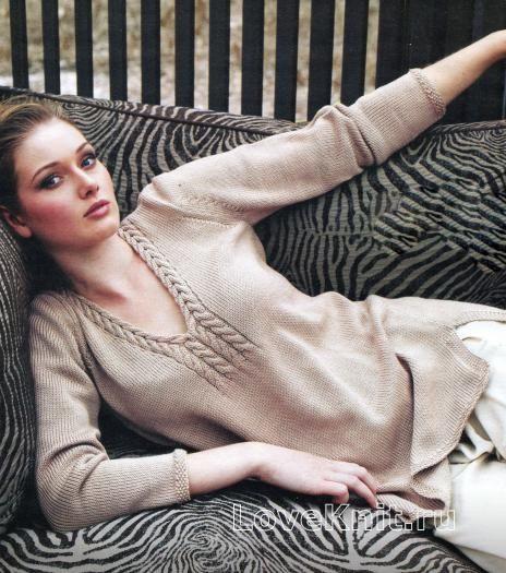 Спицами удлиненный пуловер бежевого цвета фото к описанию
